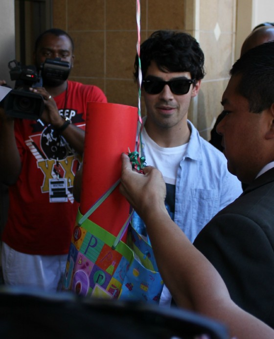 Fans give Joe Jonas birthday gifts and balloons