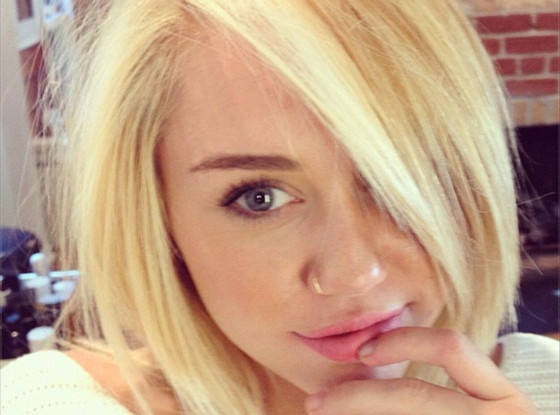 Miley Cyrus goes blonde