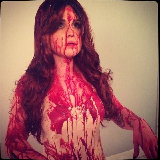 Kelly Osbourne Dresses As Bloody Carrie At The Prom For
