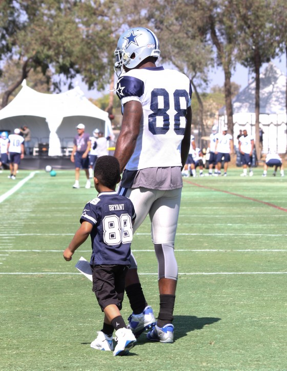 Dez Bryant S Son Steals The Show At Dallas Cowboys Training