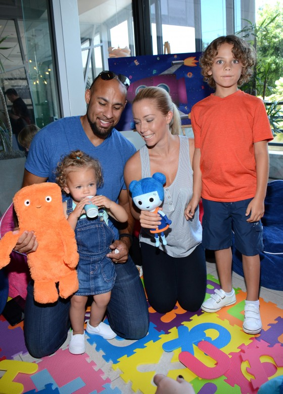 Kendra Wilkinson Ali Landry Amp Their Families Attend